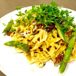 Blue cheese and pecan pasta with asparagus